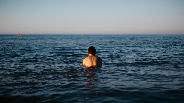 natacion-en-el-mar